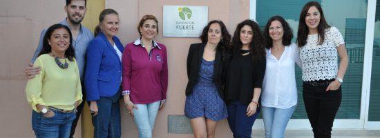 Alejandro Durán (Formador) a su derecha Isabel Luque García ( miembro del patronato y responsable del área cultural de Fundación Fuerte) y participantes del curso de Talento Femenino